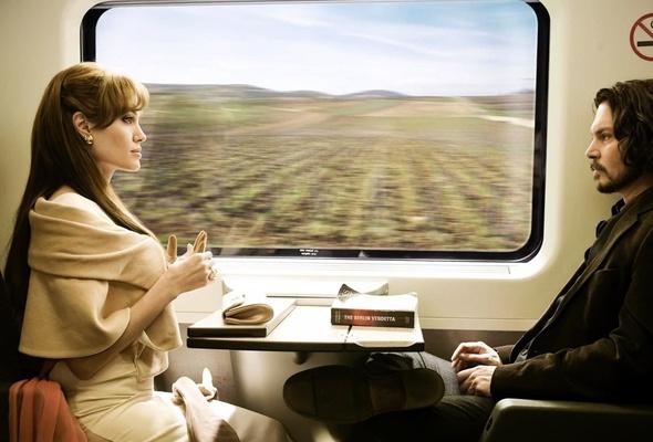 Une Allemande libertine s'amuse avec son vibro dans le train