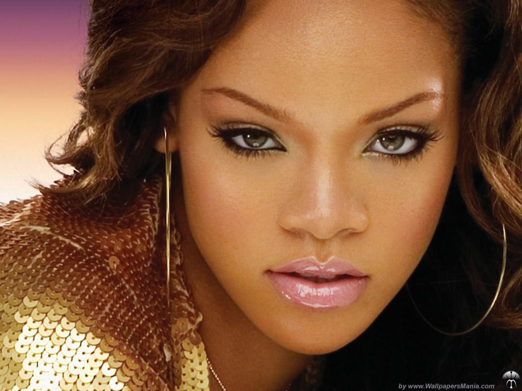 Esquire a reconnu Rihanna comme la femme la plus sexy de l'année