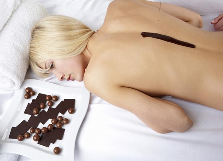 blonde nue et chocolat