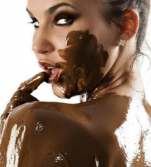fille sexy au chocolat